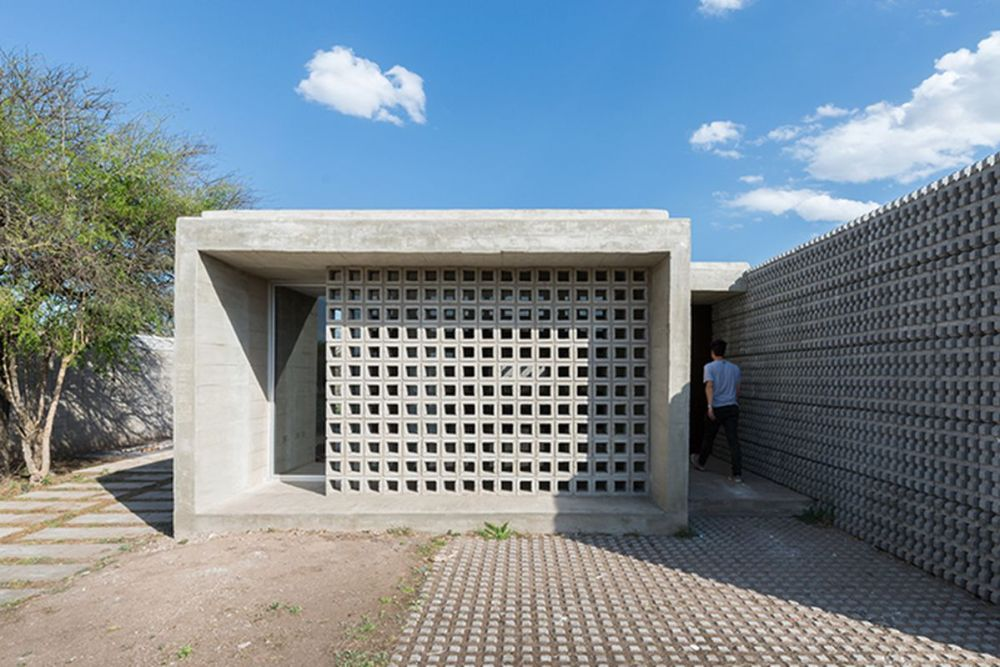 Ciptakan Fasad Beton Ekspos yang Lebih Dinamis dengan Pola Elemen Dekoratif