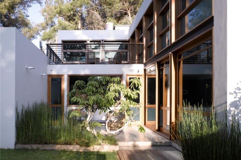 Desain Rumah Minimalis 2 Lantai Asri