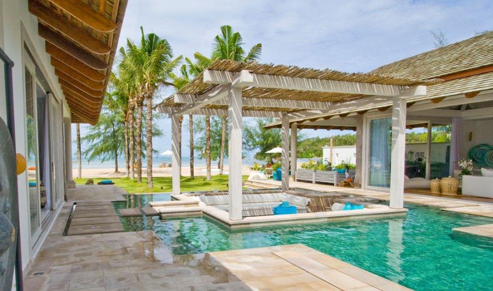 Rumah Tropis Modern Villa Mia