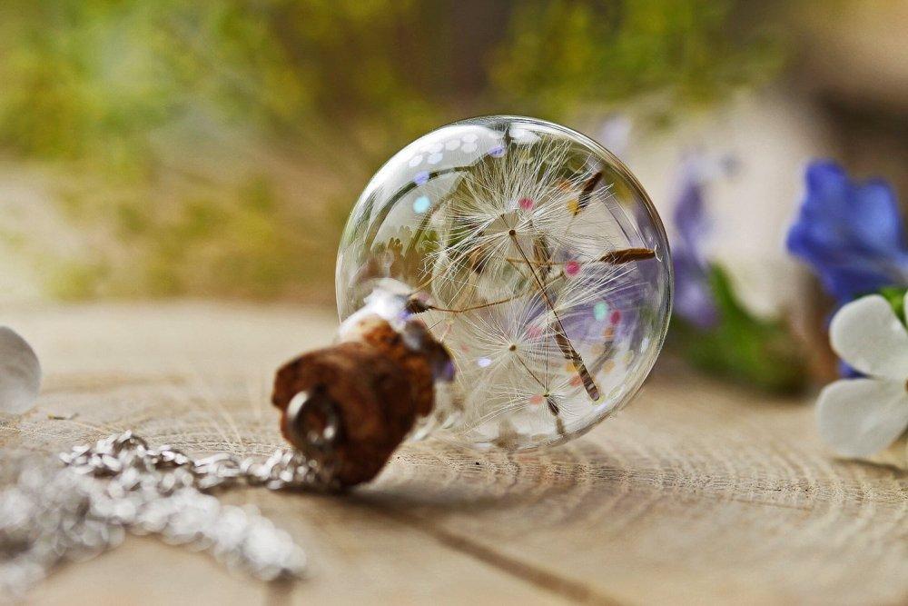 Kalung-Dandelion Resin