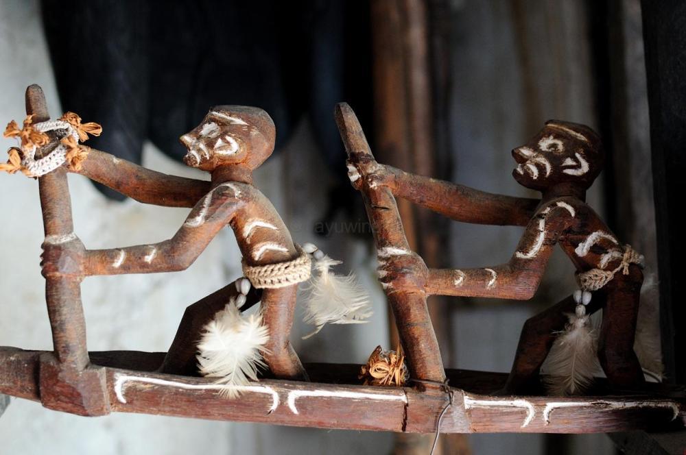 Kerajinan Kayu Suku Asmat