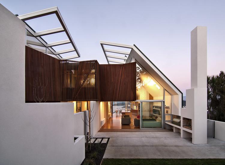 Perpaduan Material dan Gubahan Masa pada Rumah Kontemporer