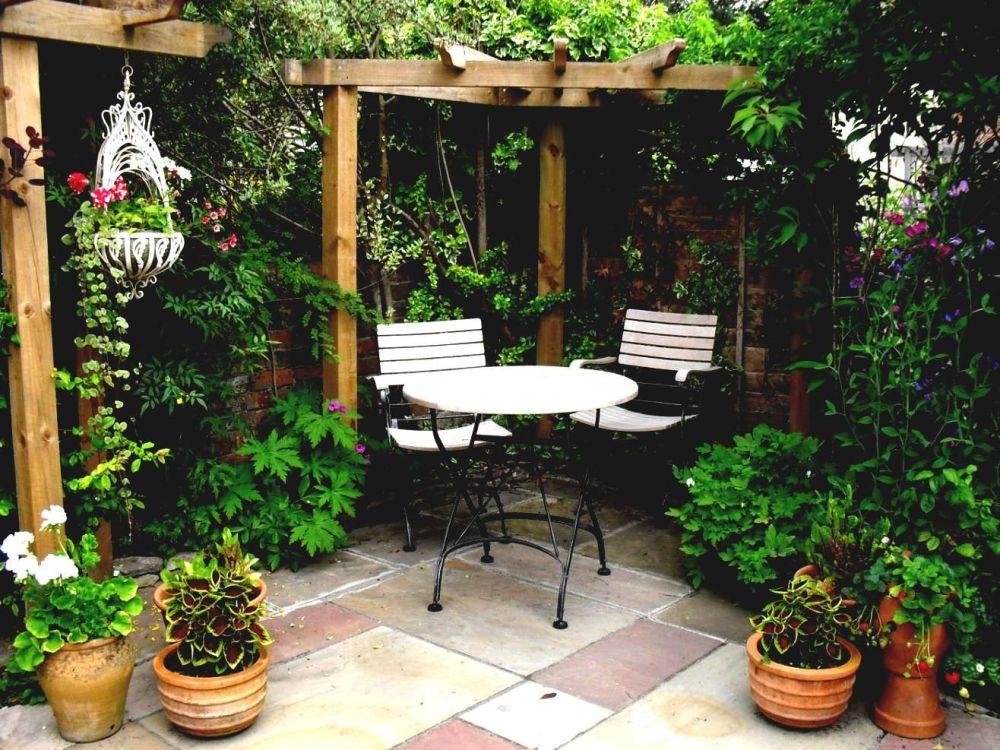 Ruang Santai Taman Kecil