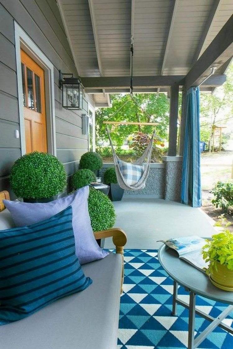 Inspirasi desain teras rumah cantik dengan ayunan