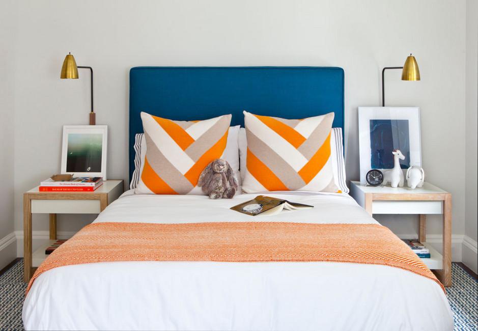 Penataan simetri untuk furnitur kamar tidur