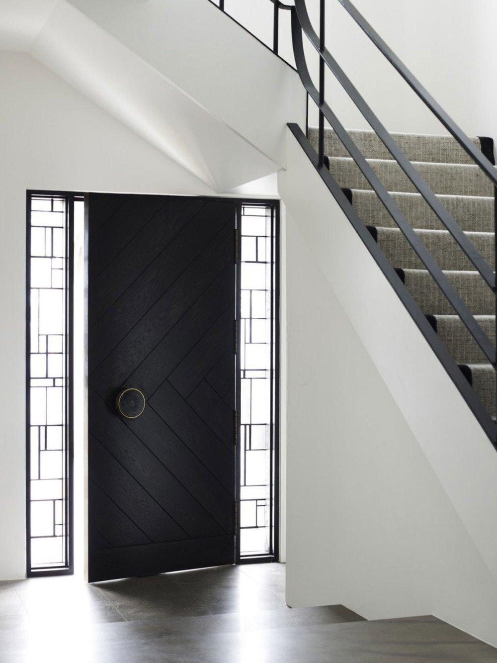 Kusen Pintu Minimalis dengan bingkai Kaca Ornamental