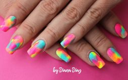 Video uñas fiesta neon