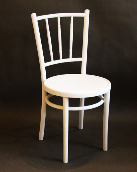 białe krzesło malowane na zamówienie