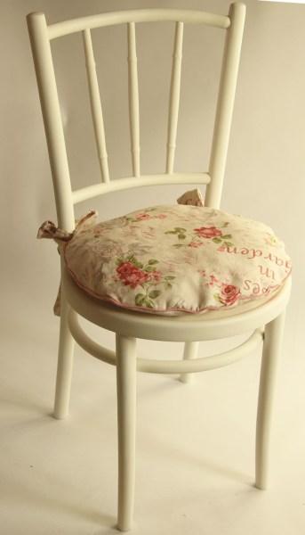 białe krzesło