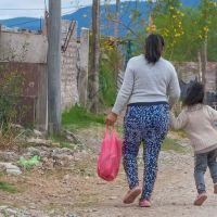 """""""Para mamá"""": ingresos, tiempo y servicios de cuidado"""