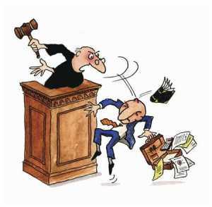 juez irritado
