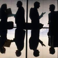 La legitimación recortada del funcionario para impugnar informes internos