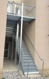 escalier extérieur galvanisé. Ferronnerie Delbart (04).