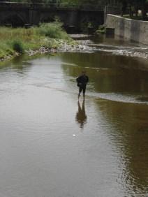 Antonio en el río