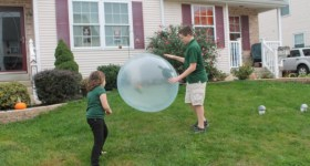 Wubble Bubble Ball Review {2014 Holiday Gift Guide}