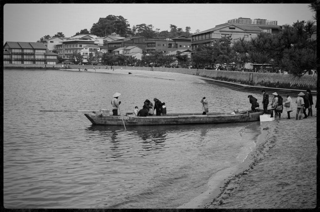 Boarding the boat on Miyajima Island - Nikon D7000 Nikkor AF-S 35mm 1.8G | Del Cook Photography