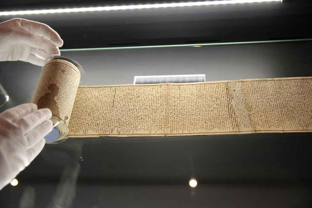 The original 120 Days scroll. Musée des lettres et manuscrits, Paris | source: The History Blog