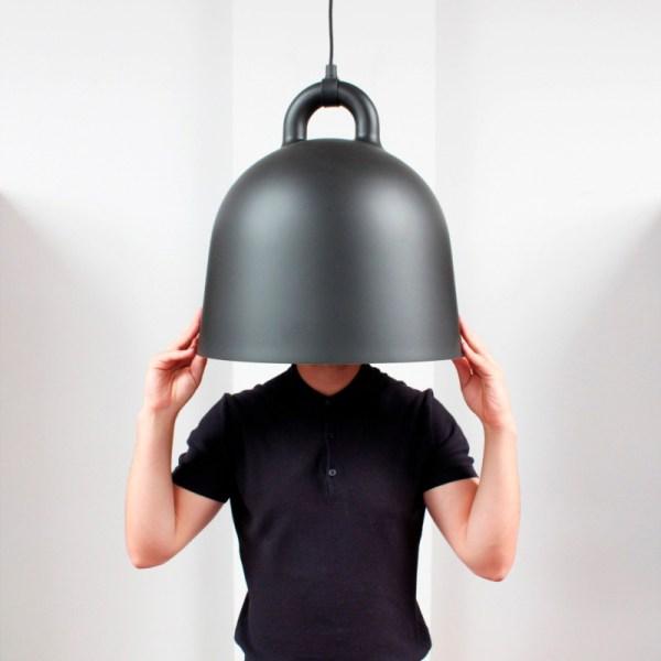Lampara Bell de Normann Copenhagen acabado negra con forma de campana para colgar