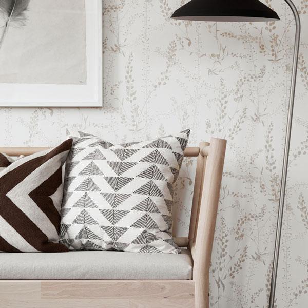 Entrada con papel pintado Blandranker en color beige de la colección Scandinavian Designers II de Borastapeter