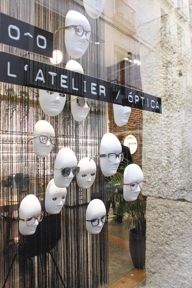diseño de escaparate para una óptica en Madrid