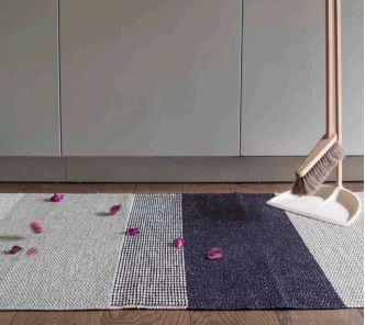 Alfombra de plástico Seasons color Berry de Brita Sweden