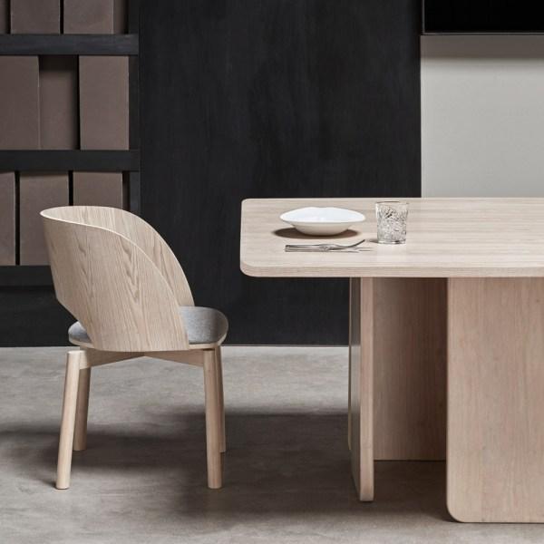 mesa de comedor de madera de fresno