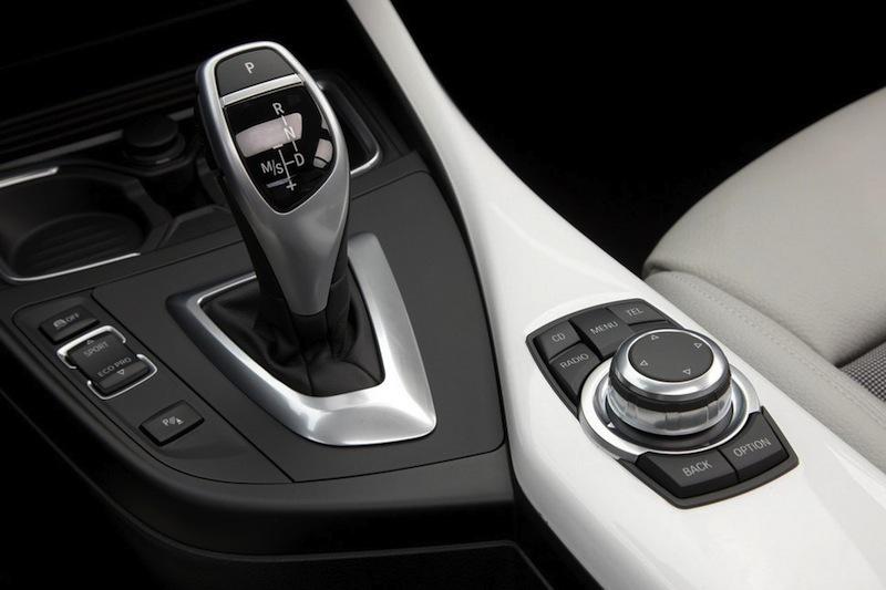 Un jour le monde oubliera la boite manuelle !officiel-2012-bmw-serie-1-levier-vitesse-boite-auto-l-8783