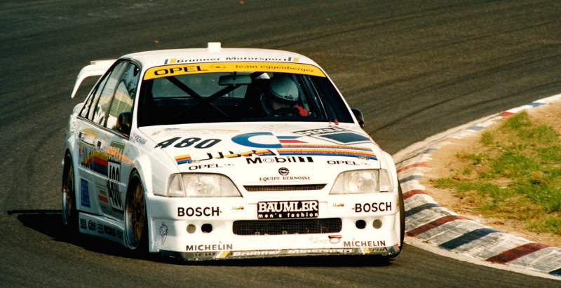 DLEDMV Opel Omega Evo 500 02