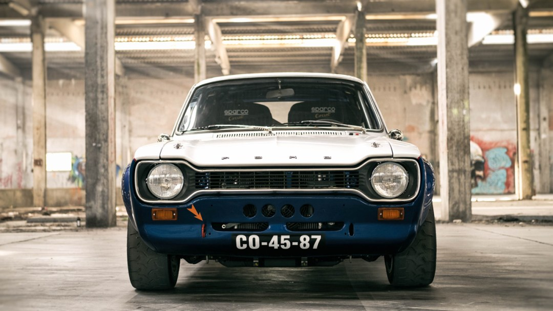 DLEDMV - Ford Escort RS2000-R Donuts - 01