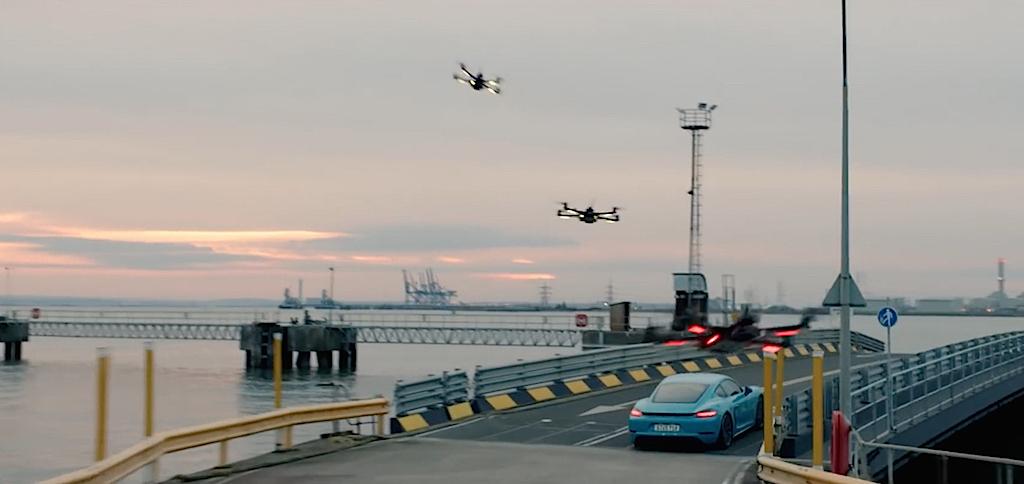 dledmv-porsche-cayman-vs-drone-02