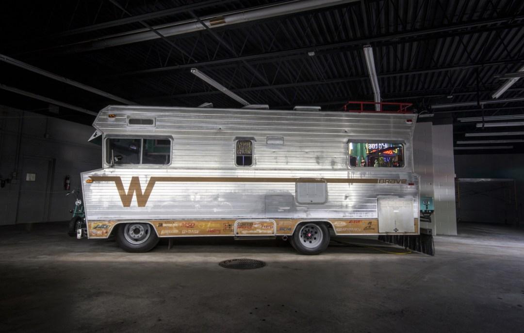 '72 Winnebago Brave revu par les Ringbrothers... 900 ch dans le camping car ! 20