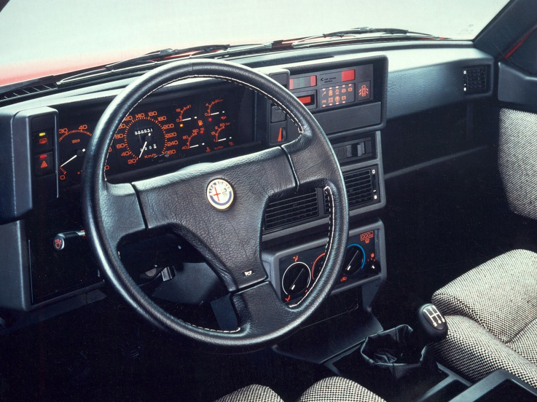 Alfa 75 Turbo America : Sale caractère ! 24