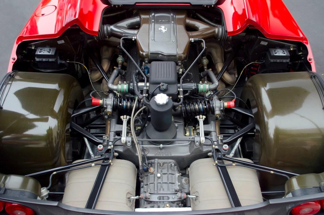 Parlons moteurs... Le légende passe aussi par eux. 192