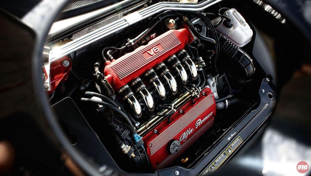 Parlons moteurs... Le légende passe aussi par eux. 141