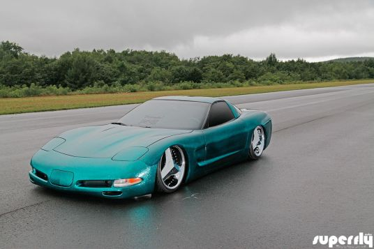 DLEDMV Corvette C5 de 2001 - Stance, paillettes et jantes en 18 09