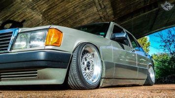DLEDMV La Mercedes 190de JC – Violence visuelle 24