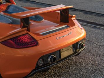 DLEDMV-Porsche-Carrera-GT-Arancio-01