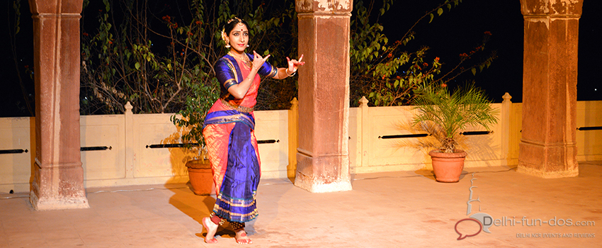 Luckily Bharatnatyam dancer Jyotsana Jagganathan performed that night and left the audience spell bound with her hour long dance recital at this beautifully lit up amphitheatre.