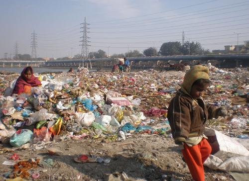 Ragpickers at Zero Pushta, Delhi