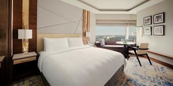 Deluxe rooms in Shangri La, New Delhi