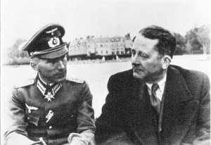 Válečná léta: Carl Schmitt (vpravo) a Ernst Jünger