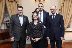 "Jaceňuk, Ťahnybok, Victoria ""Fuck the EU!"" Nuland a Kličko."