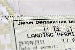 Japonští imigrační úředníci tenisovým loktem netrpí
