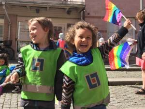 Hugo Beaumont (4) a Alice Gesaw (3) na letošním pochodu West Pride 2015