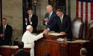 """Hierarchie je zcela zřejmá. (Papež František po projevu, který """"elektrizoval Kongres"""")"""