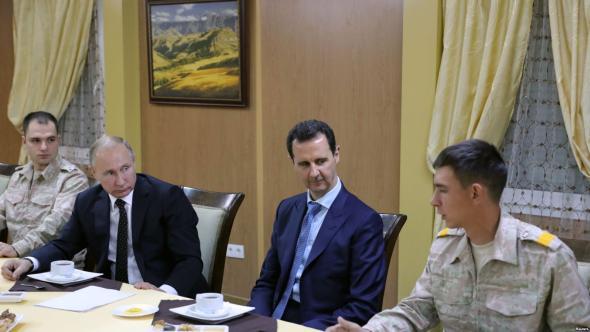 Vladimír Putin a Bašár Asad na letecké základně Hmímím 11. prosince 2017