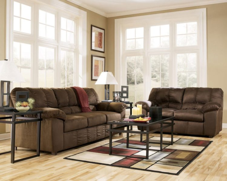 Furniture with lightweight appearance in living room