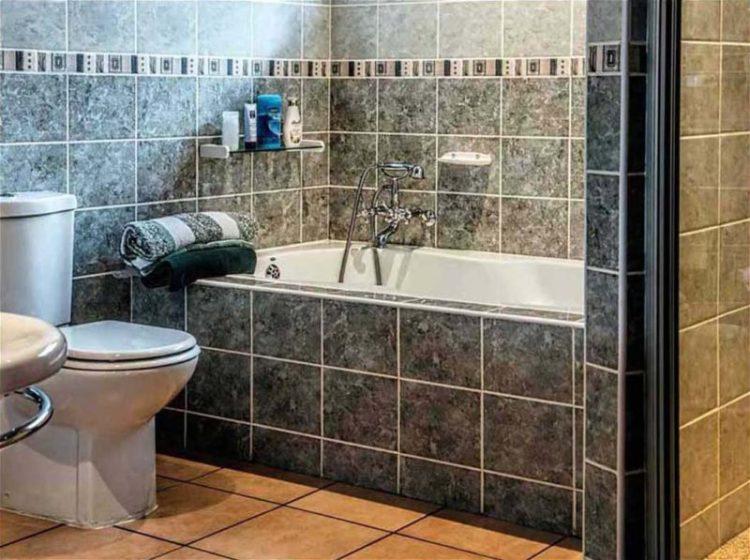 Bathroom floor tile ideas