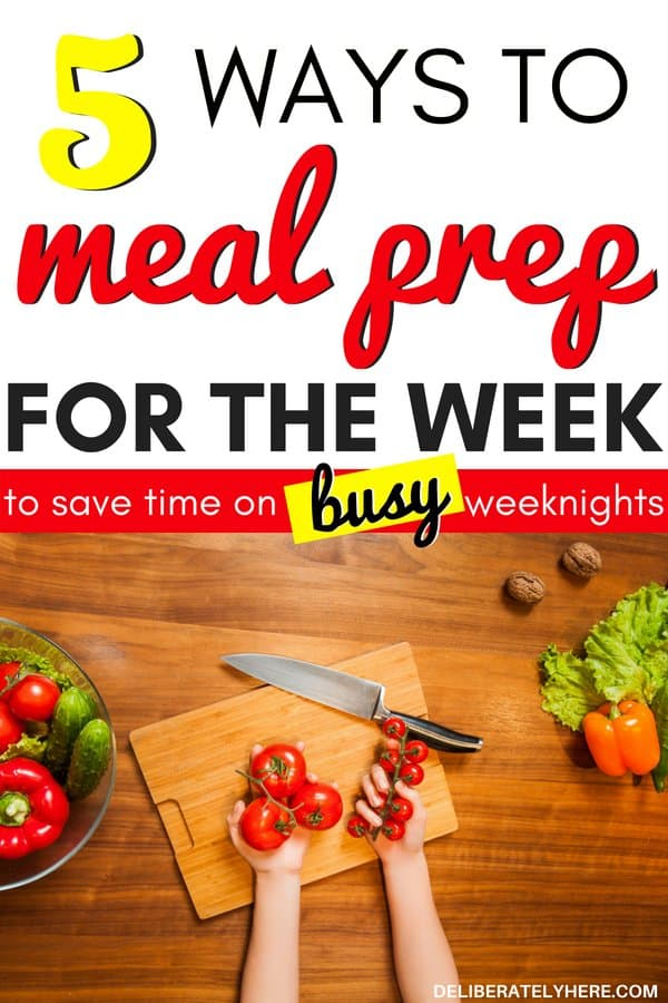 How to meal prep for the week to save time and eat healthy on busy weeknights. Meal prep for beginners with clean eating and smart meal planning tips. How to meal prep on a budget, how to eat healthy on a budget. Save money on groceries, stay on your food budget every month with meal prep. Save money on food easily this month.
