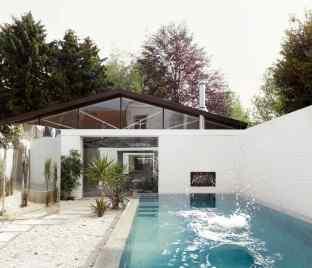 """Résidence secondaire - """"Everything architecture"""" par l'agence belge basée a Bruxelles OFFICE, Kersten Geers et David Van Severen"""